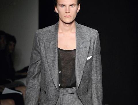 Découvrez la vidéo de la collection Yves Saint Laurent mode homme automne-hiver 2009/2010