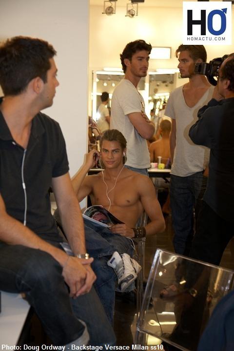 Les défilés des collections de prêt-à-porter homme pour l'hiver 2010-2011 s'ouvrent samedi pour quatre jours à Milan.