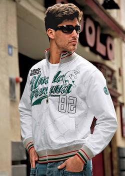 Tout l'esprit classique du base ball dans ce sweat shirt be some one® ! Col montant, fermeture zippée et manches longues. 2 poches devant, sérigraphie devant. Finition bord côtes au col, aux poignets et à la base.