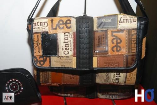 Sac créé avec des étiquettes en cuir de Jeans