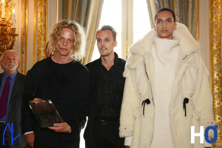 Asger Juel Larsen Le gagnant et son modèle.