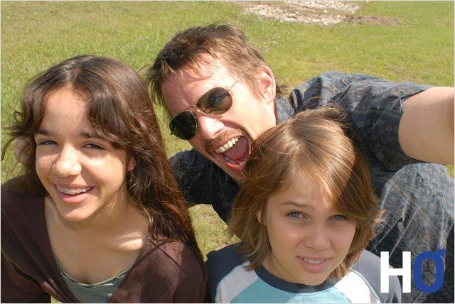 Avec leur père.
