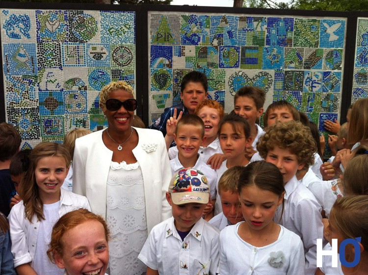 PEACE MURAL STACEY-W-KID