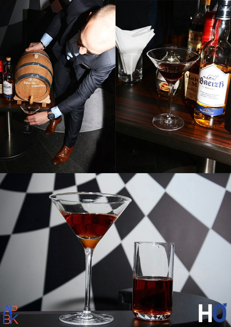 David Combet qui sert un cocktail.