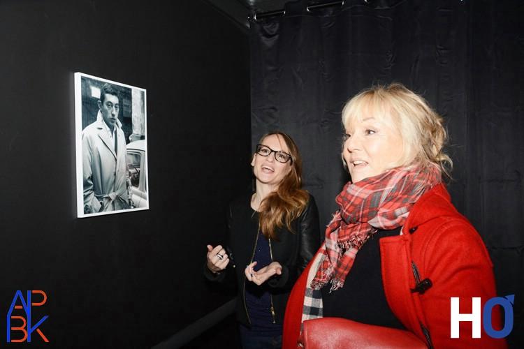 Mylène Demongeot visitant l'exposition
