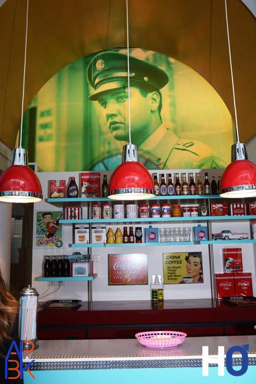 Bar avec portrait d'Elvis