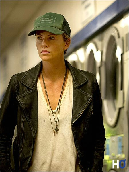 Libby (Charlize Theron)