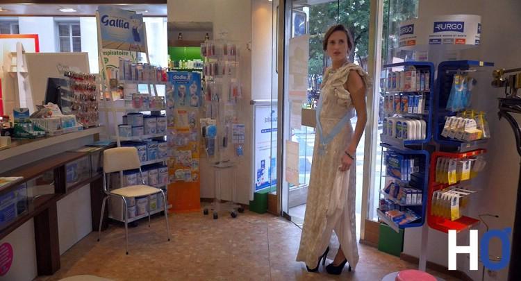 Camilla (pense être princesse et découvre une pharmacie)