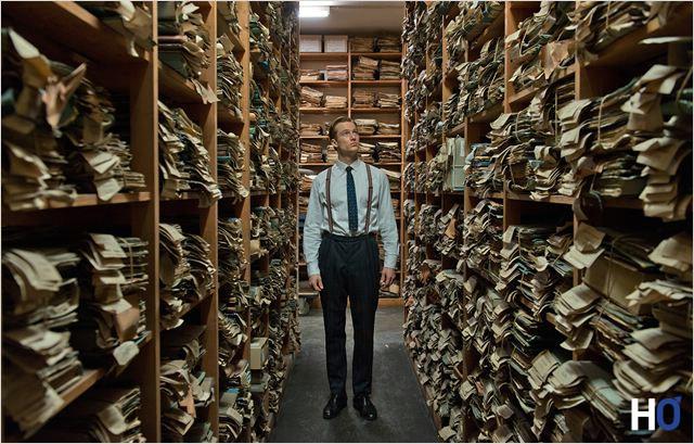 Johann Radmann (Alexander Fehling), procureur découvre la quantité des dossiers