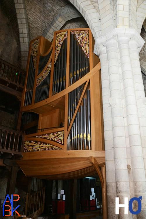 Le nouvel orgue  dessiné comme une proue de bateau.