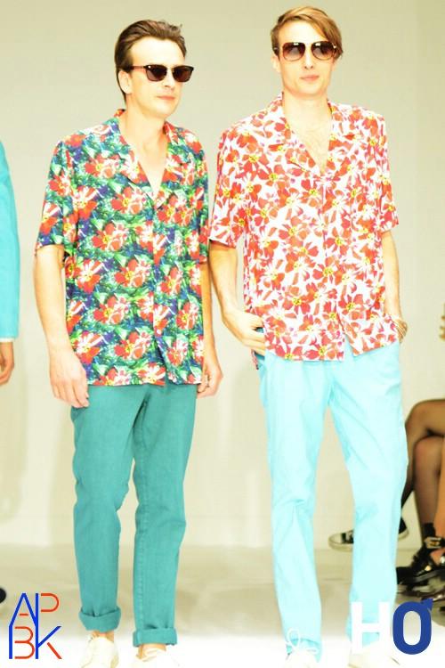 Chemises imprimées tropicales.