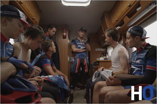 Lance Armstrong explique à son équipe le programme.