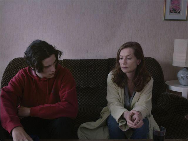 Charly ( Jules Benchetrit) et Jeanne Meyer (Isabelle Huppert)