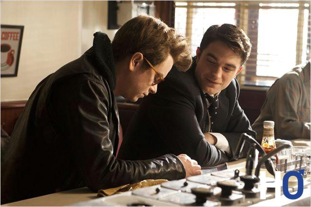 James Dean et Denis regardant les planches contact