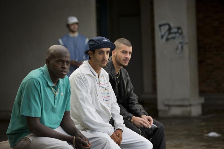 3 jeunes de la cité, un peu paumé qu'Hibat va sauver.