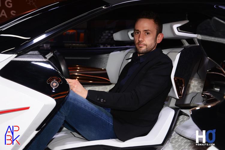 Matthias Hossann au volant du concept car.