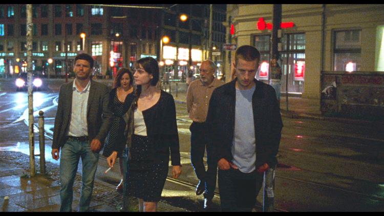 Zoé (Judith Chemla) et Lawrence (Anders Danielsen Lie) dans les rues de Berlin