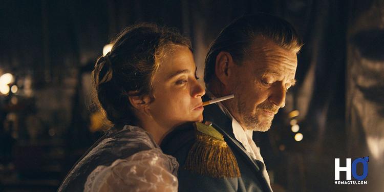 Mona ( Adèle Haenel) et Mr Déloyal (Marc Barbé)