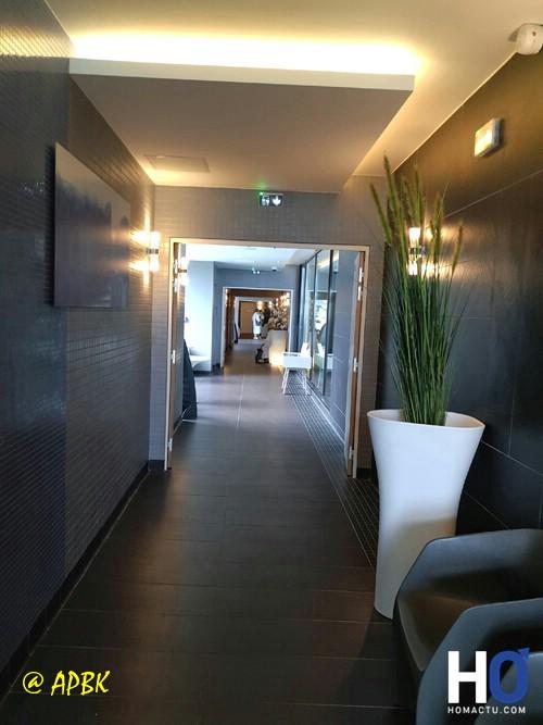 Le couloir menant au différentes salles de soins.