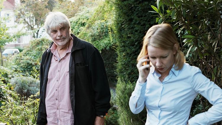 Toni Erdmann ( Peter Simonischek) et sa fille Ines (Sandra Hüller)