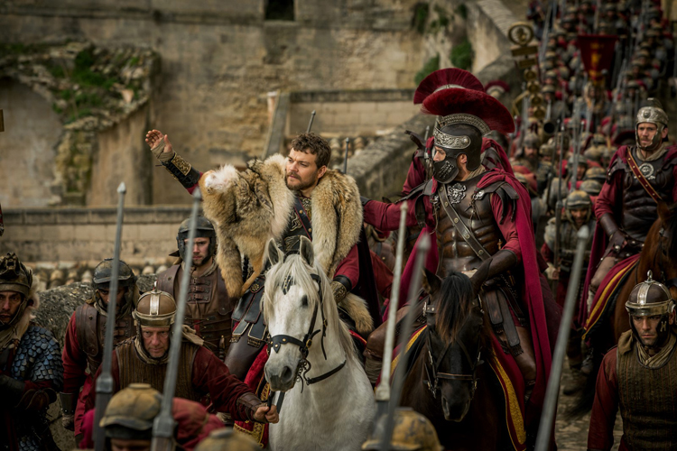 plays Ponce Pilate (Pilou Asbaek) et Messala Severus (Toby Kebbell)