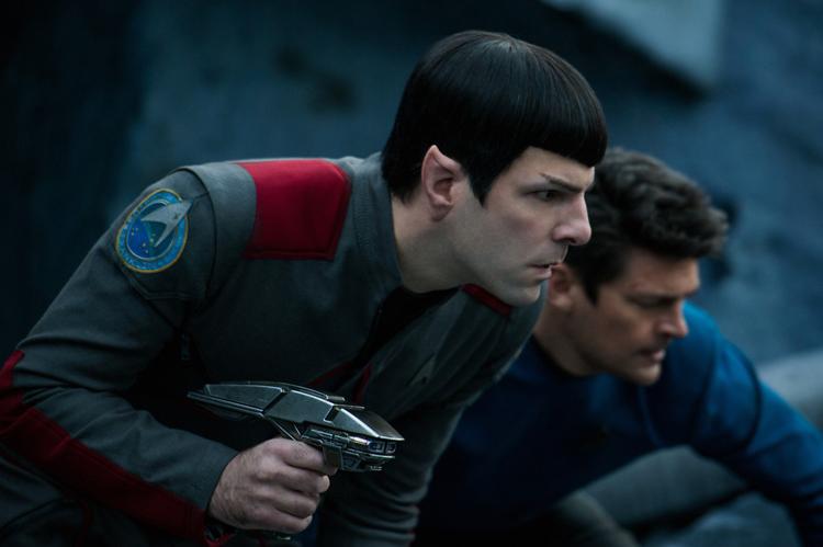 "Spock (Zachary Quinto) et Leonard ""Bones (Karl Urban)"