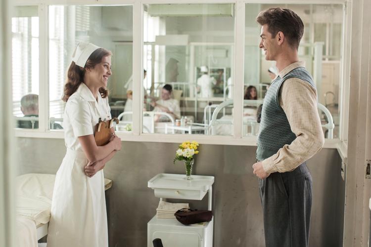 Desmond T. Doss (Andrew Garfield) et Dorothy Schutte (Teresa Palmer)