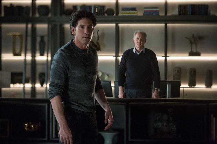 Brax (Jon Bernthal) est payé pour tuer Wolff et Dana