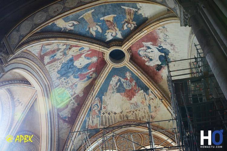 La Cathédrale et des fresques en rénovation