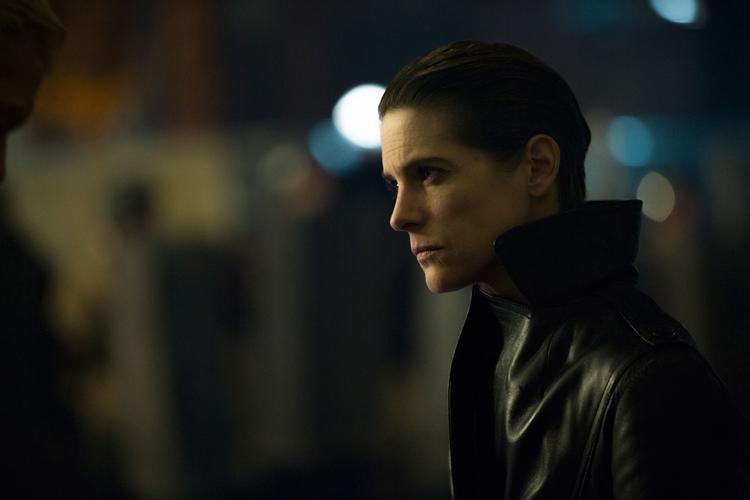 Altman, policiére, amie d'Ares ( Hélène Fillières)