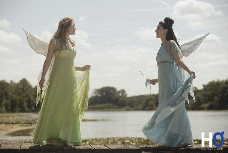 Blondine (Sarah-Jeanne Labrosse) et Mélusine (Mylène Saint-Sauveur)