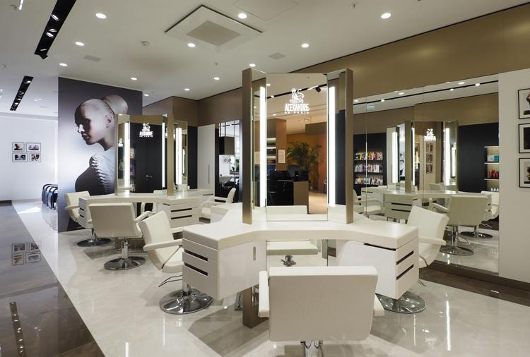 Alexandre de paris ouvre son nouveau flagship coiffure aux - Salon de coiffure vip ...