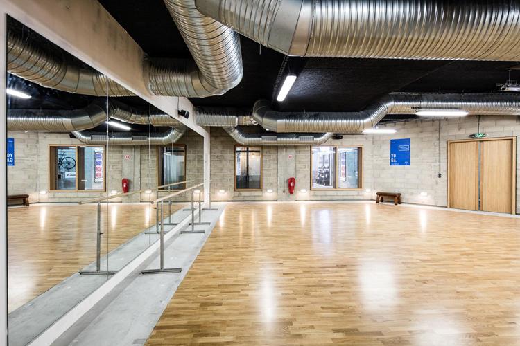la salle de sport paris ouvre ses portes avec le soutien d un diteur de choix reebok mode. Black Bedroom Furniture Sets. Home Design Ideas
