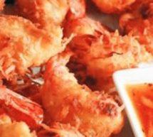 Brochettes de crevettes à la noix de coco et gelée de poivron rouge fumé.