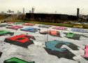 Zippo et le street artiste Ben Eine ont créé une fresque de 17,500 mètres carrés dans l'Est de Londres .