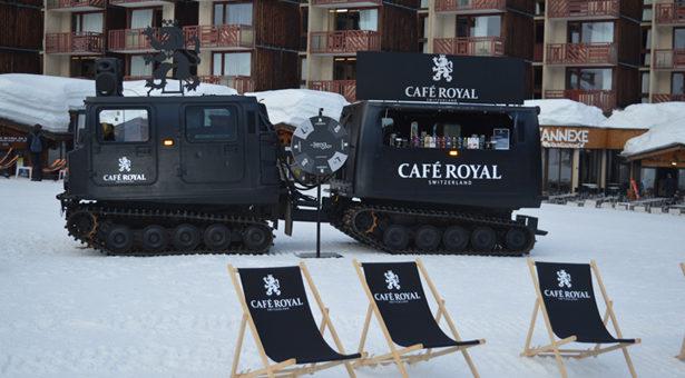 Cet hiver, Café Royal chouchoute les coffee lovers durant sa tournée d'hiver à bord d'une dameuse.