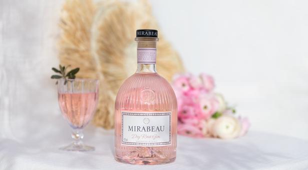 MAISON MIRABEAU – Un gin couleur rose poudré pour une Saint Valentin toute en douceur.